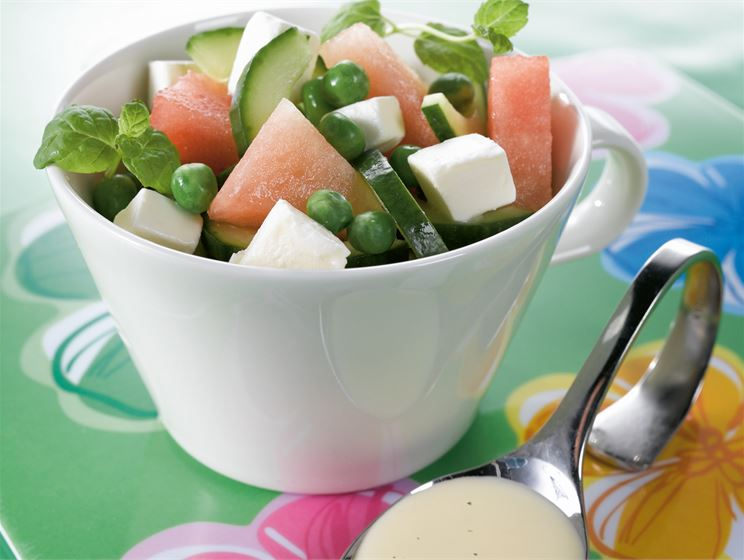 Kurkku-melonisalaatti