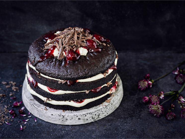 Luumuinen Schwarzwaldin kakku
