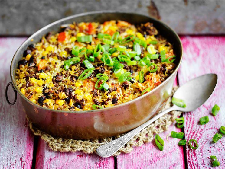 Riisi-papu-jauhelihavuoka