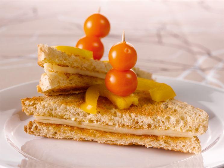 Hunajaiset juusto-kolmioleivät