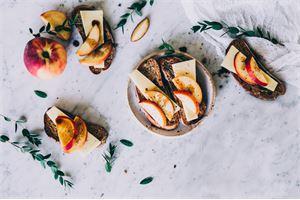 Makupari: Salaneuvos Vanhempi ja persikka
