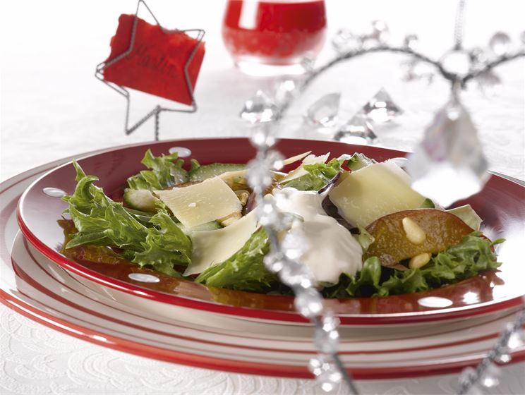 Luumu-juustosalaatti