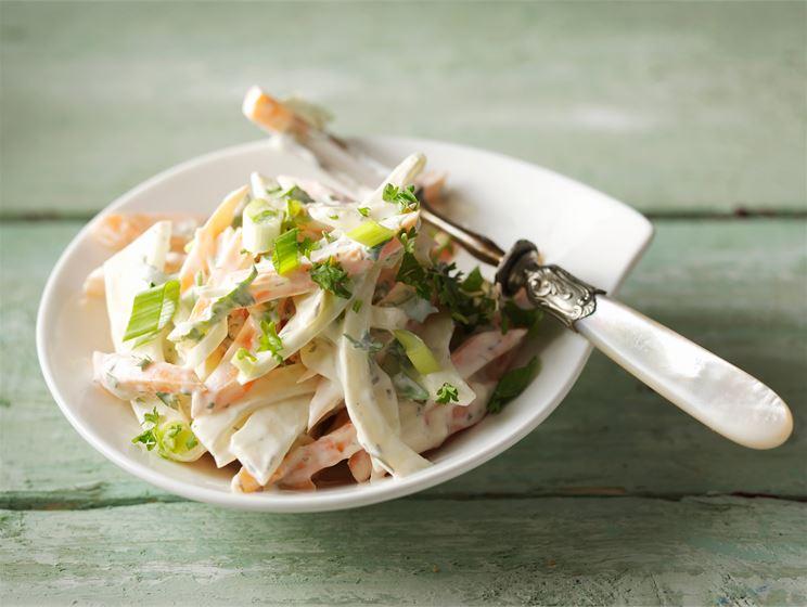 Mehevä porkkana-fenkolisalaatti