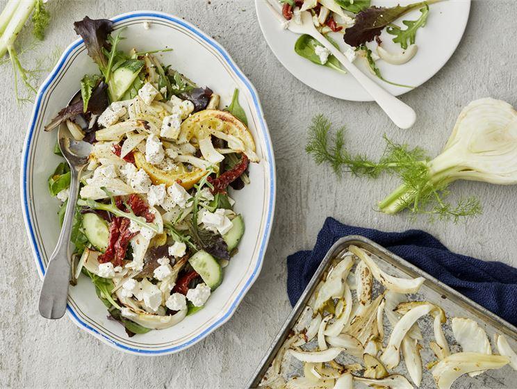 Grillifenkoli-salaatti