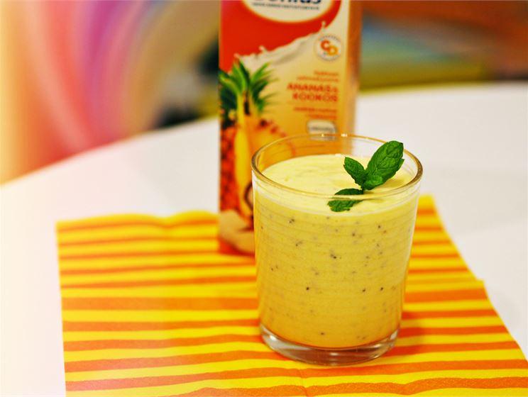 Trooppinen proteiini-smoothie
