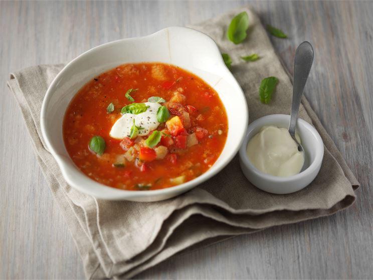 Lämmin gazpacho ja  aioli