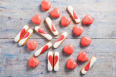 Ystävänpäivän leivos hehkuu punaisen eri sävyissä