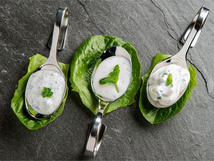 Minttu-jogurttikastike