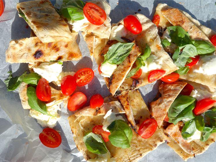 Kana caprese pizza grillissä