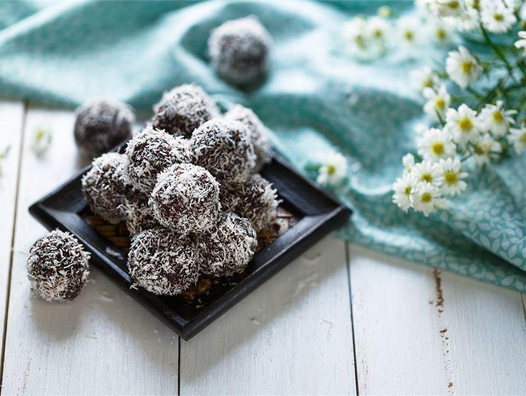 Chokladbollar med dadlar och PROfeel®