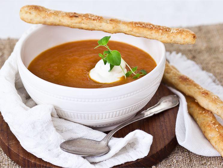 Anjovis-tomaattikeitto