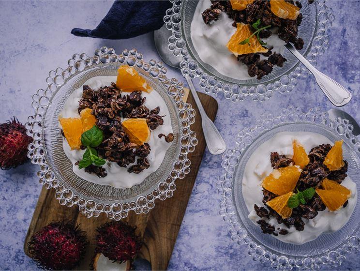 Satokausikalenterin eksoottinen hedelmärahka ja suklaagranola