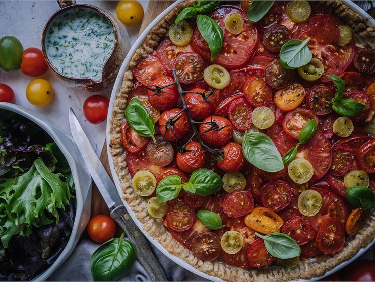 Satokausikalenterin tomaattipiiras