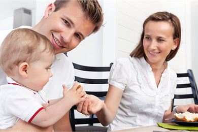 Taapero ruokapöydässä: ravitsemussuosituksia yli 1-vuotiaille