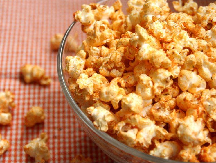 Juustoiset popcornit