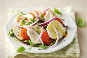 Mozzarella-tomaattisalaatti