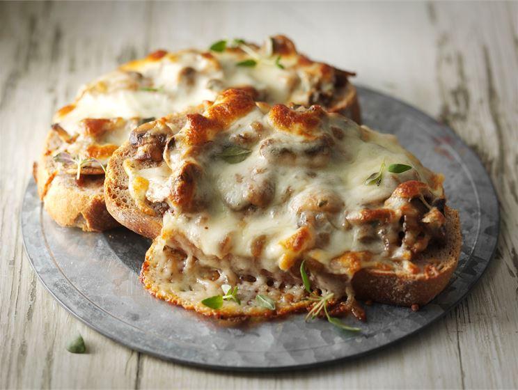 Lämpimät juusto-sienileivät