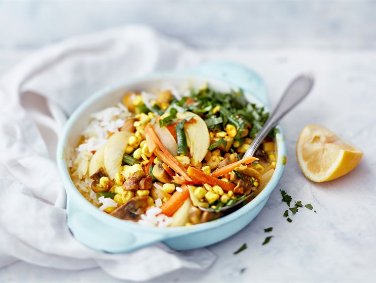 Mifua ja kasviksia currykastikkeessa