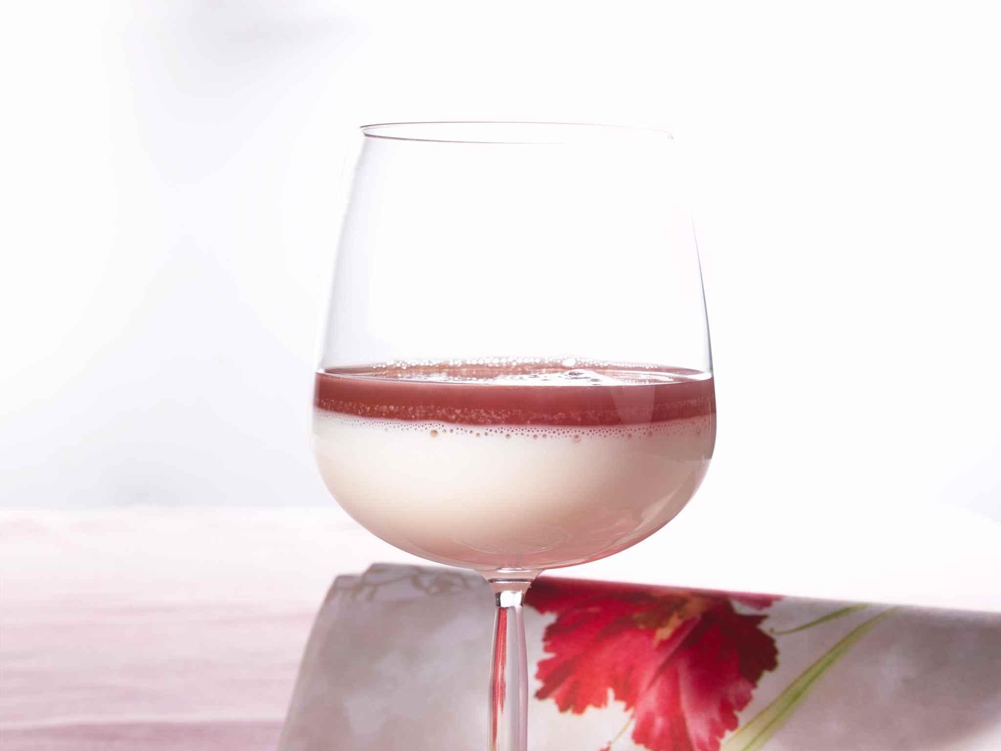 Laktoositon maitohyytelö ja marjagranitea