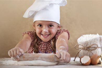 Lasten kanssa leipominen