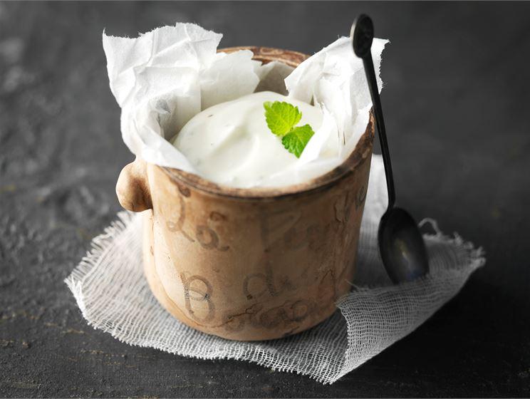 Sitruunainen jogurtti-kermakastike