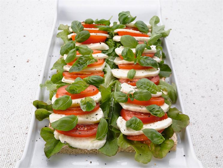 Tomaatti-mozzarellatorttu