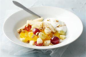Pähkinäinen hedelmäsalaatti