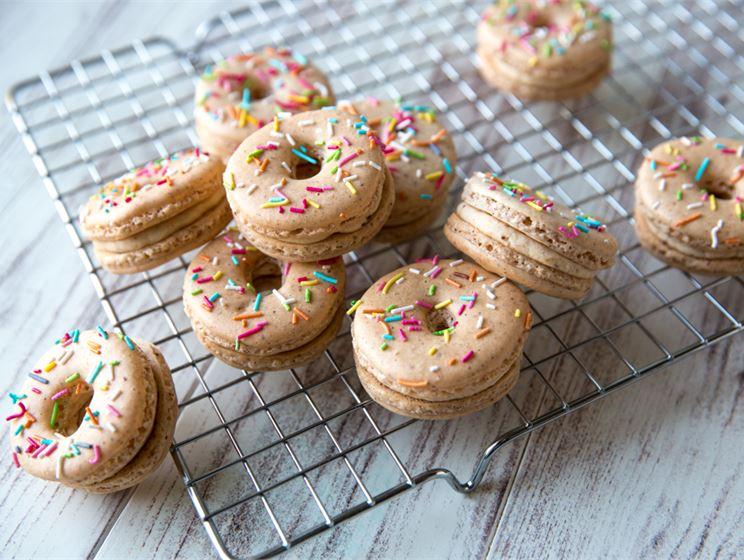 Kinuskikissan donitsi-macaronit