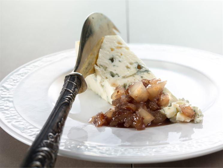 Mausteinen pähkinähilloke juustoille
