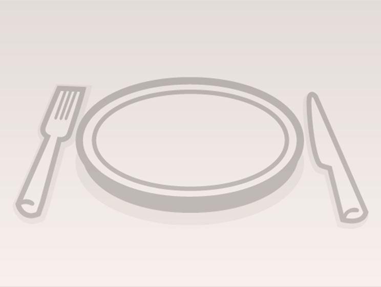 Hedelmäsalaatti ja piparminttukastike