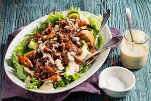 Salaatti ylikypsästä lampaasta & Dukkah-piimäkastike