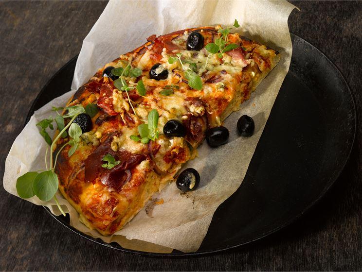 Serrano-sipuli-tomaattipizza