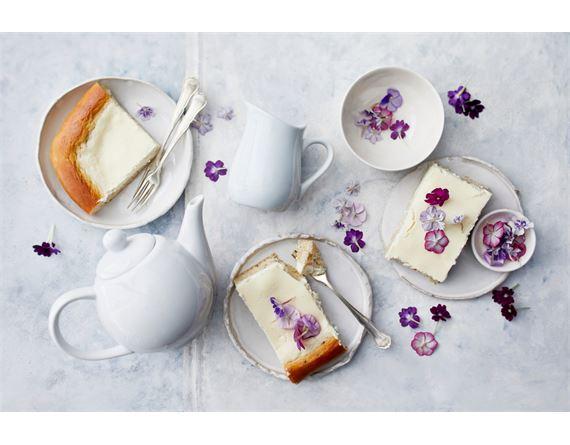 Pääsiäispullat ja -piirakat jälkiruoaksi ja kahvipöytään