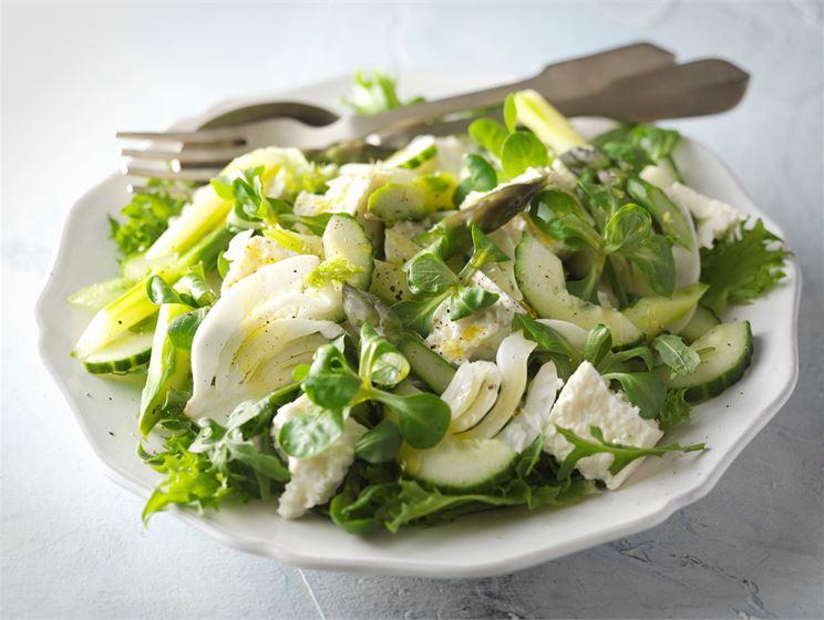 Kevään vihreä salaatti