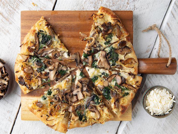 Vegaaninen metsäsieni-sipulipizza