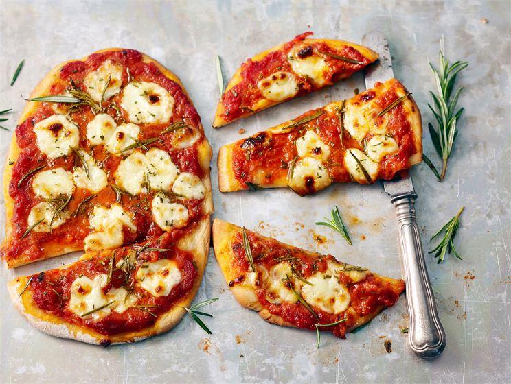Kotijuusto-rosmariinipizza