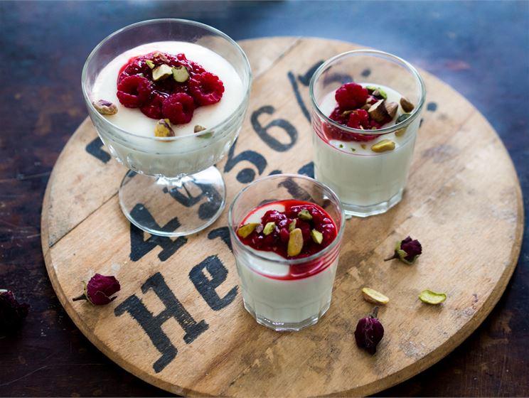 Maitovanukas Lähi-idän tyyliin
