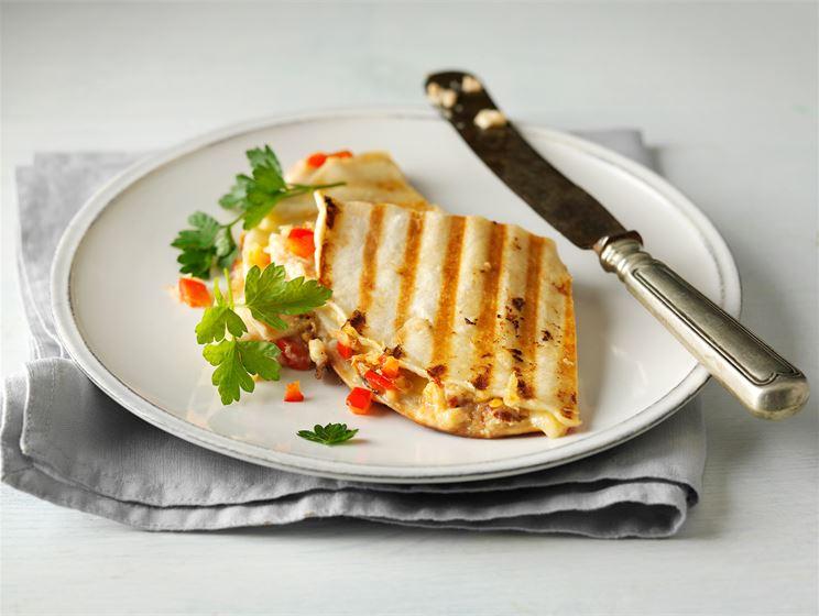 Täytetty tortillapaistos eli quesadilla