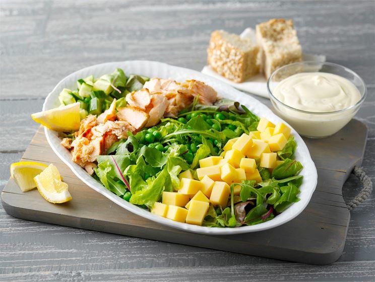 Valio juustoklassikot: Savukala-juustosalaatti