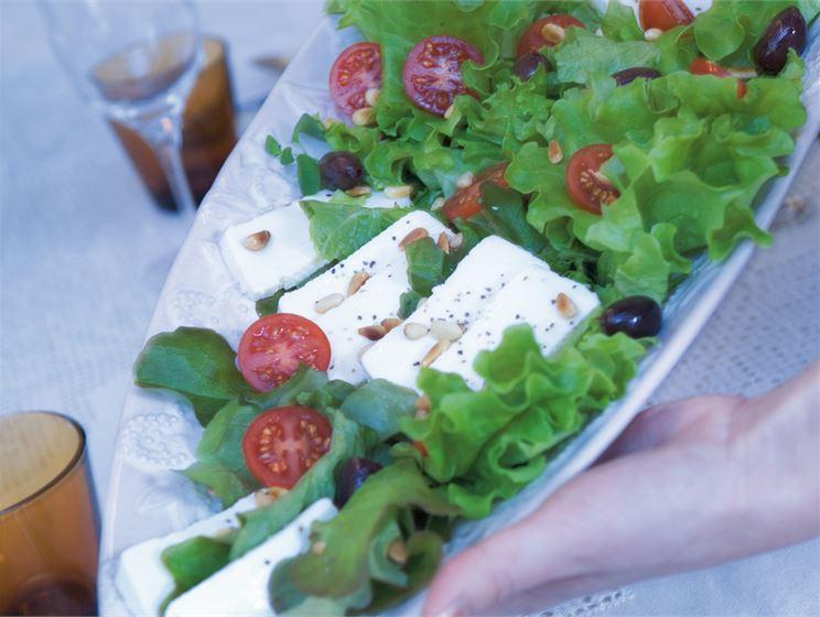 Välimeren kotijuustosalaatti