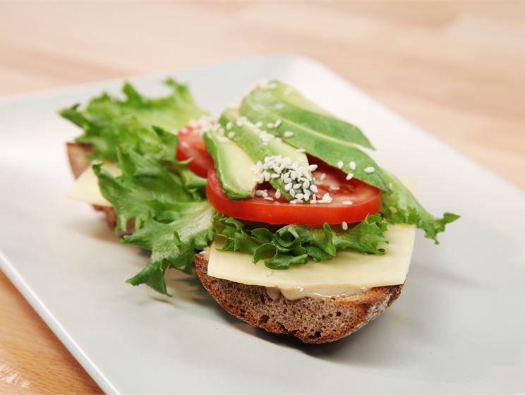 Valio juustoklassikot: Maukas ennen joogaa -leipä Salaneuvos® juustolla