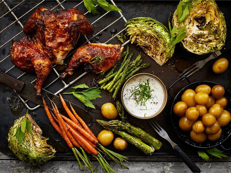 Piimämarinoitua kananpoikaa, piimämajoneesia ja savustettua perunaa