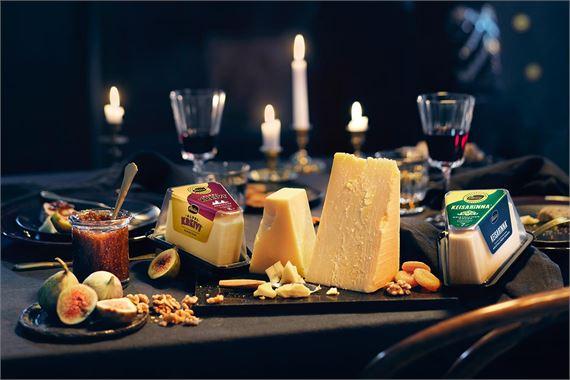 Joulupöydän herkullinen juustotarjotin syntyy helposti