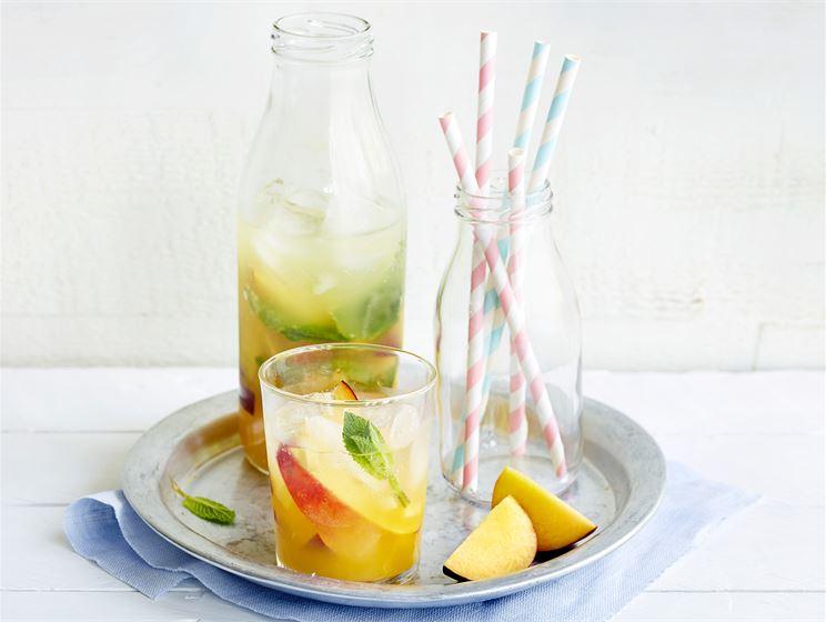 Kesäinen persikkajuoma