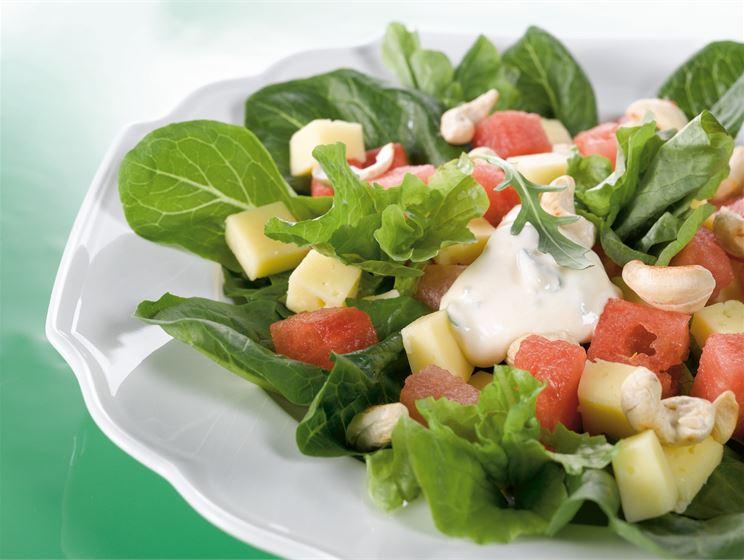 Juustosalaatti ja rucolakastike