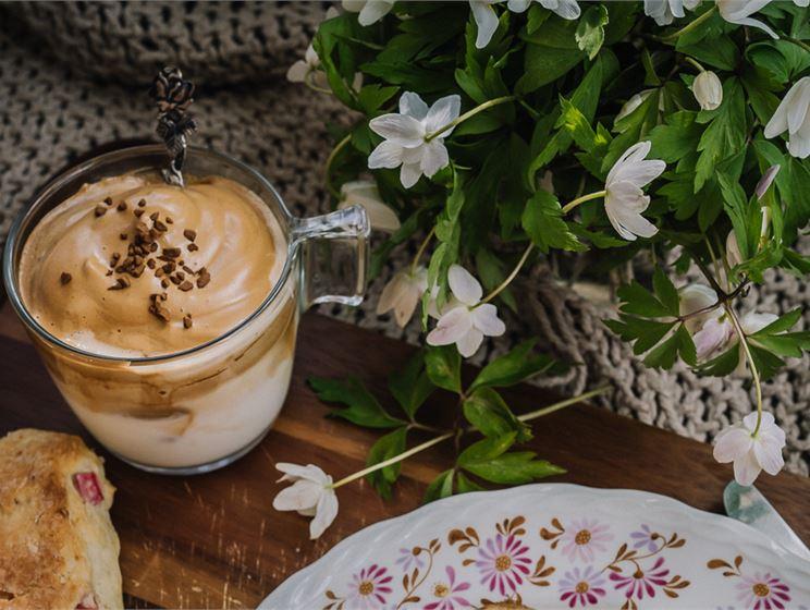 Satokausikalenterin Dalgona-kahvi