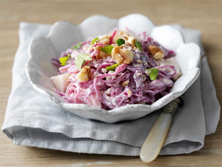 Pirteä punakaalisalaatti