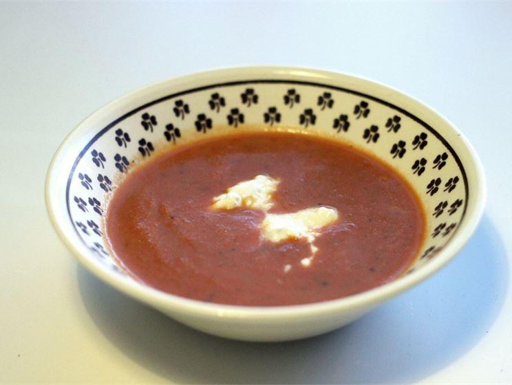 Sipulinen kesäkurpitsa-tomaattikeitto