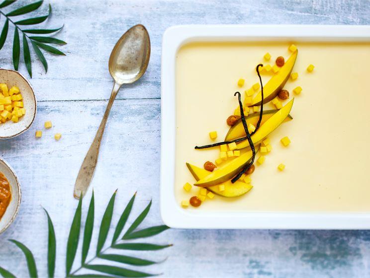 Mango-vanilja panna cotta