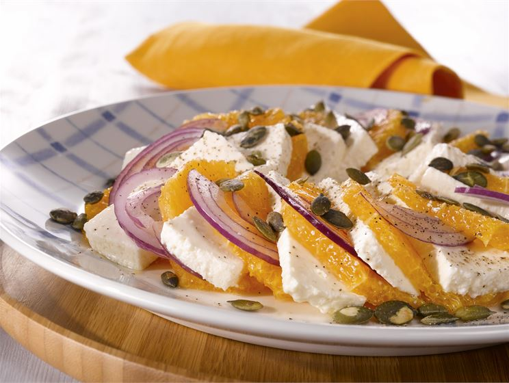 Appelsiini-juustosalaatti